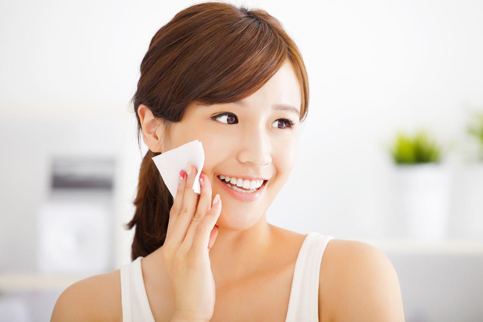 Shakura Singapore apply toner as skin care routine