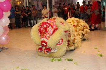 Shakura-Jcube-Jurong-East-Grand-Opening-lion-dance-5