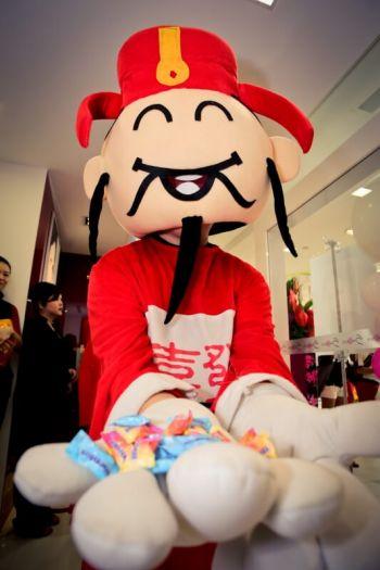Shakura-Tampines-1-Grand-Opening-mascott-3