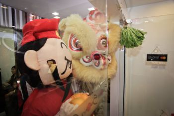 Shakura-Heartland-Kovan-Mall-Grand-Opening-lion-dance-mascott